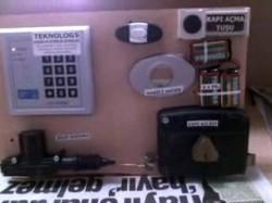 Şifreli kapı otomatiği
