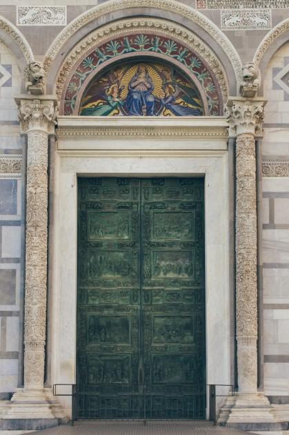 Pisa, İtalya. Eğik Kulesi yanındaki katedrali. Kentin kendisi, bu arada, pek beğenmedim. Turistlerin sayısı çok fazla.