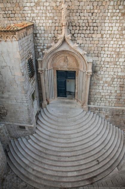 Dubrovnik, Hırvatistan. İkinci Venedik ve Adriyatikte onun eski rakibi. Harika bir yer, ama turist sayısı çok fazladır.