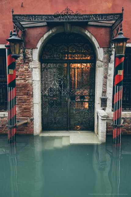 Bir çok kapı direk suyun yanında açılıyor