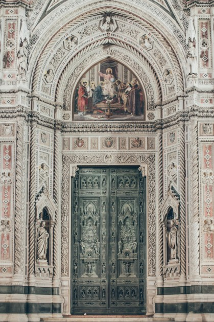 Floransa,İtalya. Katedral Santa-Maria-Del-Fyore kapılardan biri.