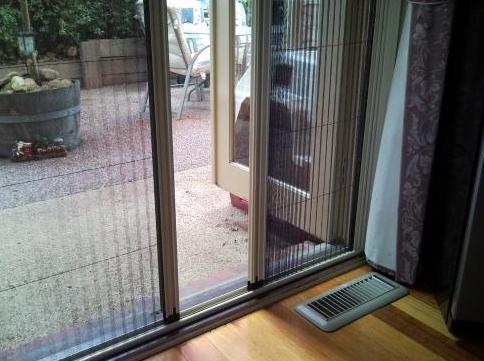 Raylı kapı sinekliği