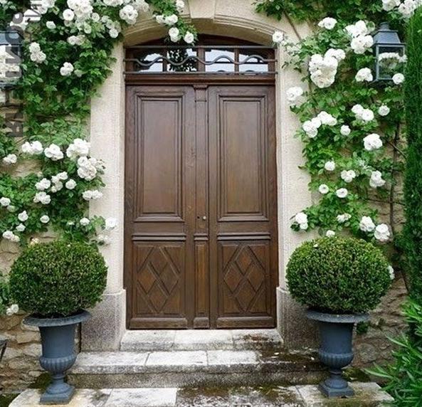 Kapı önü dekorasyonu