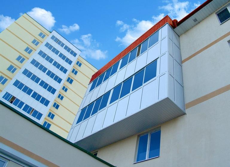 Mavi cam balkon
