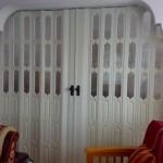 Camlı Beyaz Akordeon Kapı Modeli