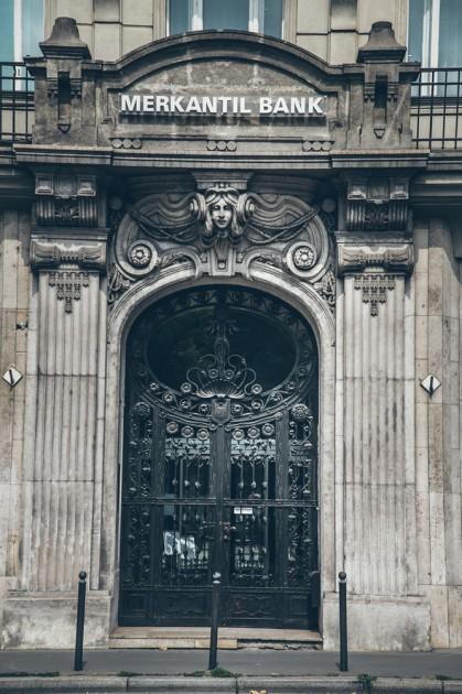 """Budapeşt şehrin diğer tarafı - çok """"iddialı"""", imparatorluk mimarisi."""