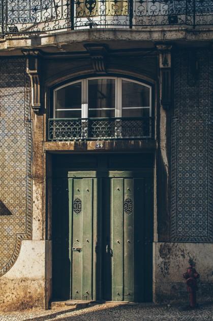 Lizbon, Portekiz. Bu şehir, duvarın küçük bir parçadan bile tanırsın. Her tarafı duvar fayansı ile döşenmiş