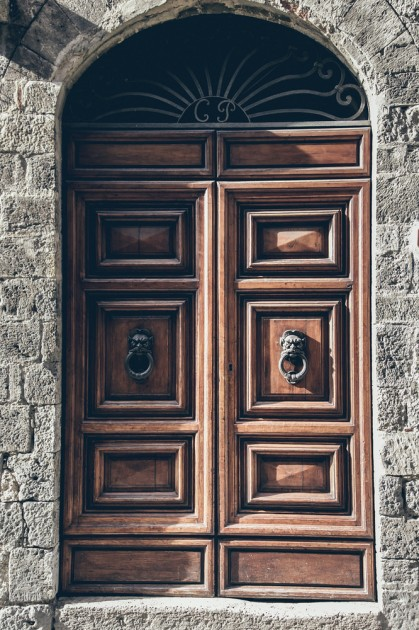 San Gimignano, Toskana, en büyük kapı kolu kolleksiyonu