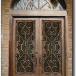 Tarihi görünümlü kemer kapı