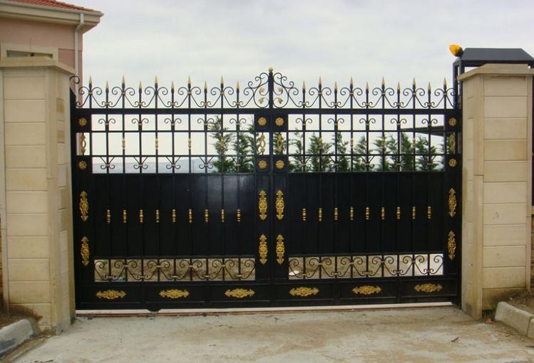 Sürgülü Demir Kapı